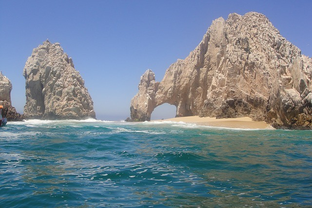 El Arco, beautiful rock arch on the beach