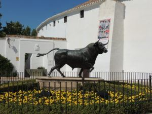 the bull statue in front of the bullring
