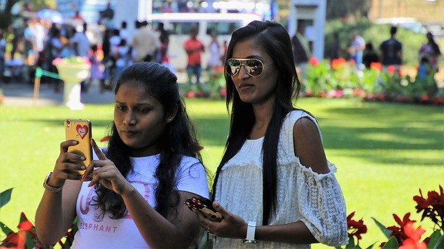 2 Youmg girls with mobile phones